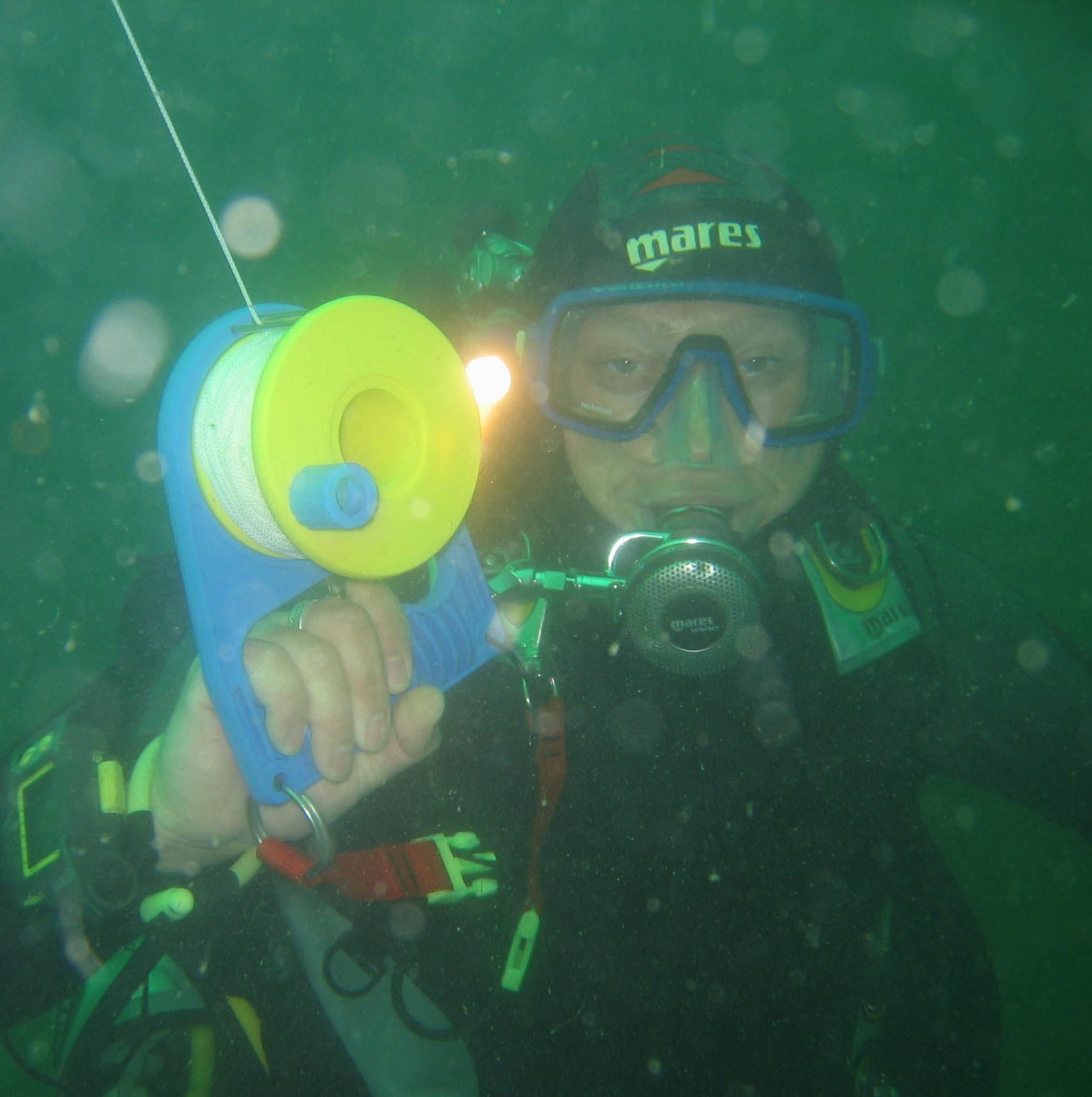 Be seen while scuba diving no matter the weather with the padi surface marker buoy scuba diving course